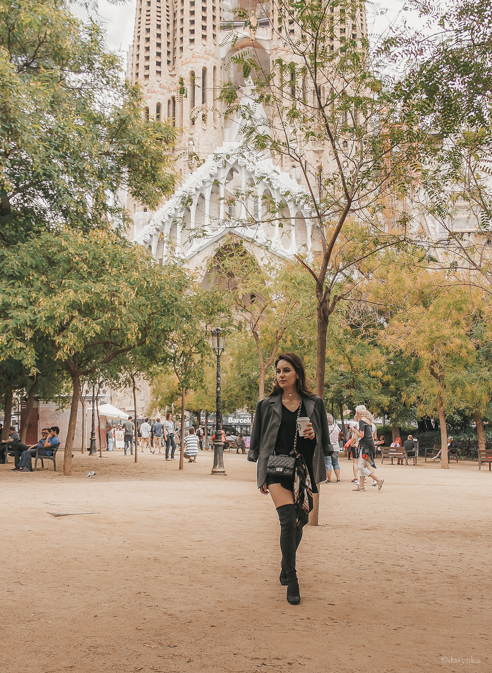 dasynka-fashion-blog-blogger-influencer-inspiration-shooting-model-globettrotter-travel-girl-lookbook-instagram-long-hair-street-style-casual-italy-lifestyle-outfit-look-poses-barcelona-sagrada-familia-gucci-belt-overknee-boots--grey-black-hm-asos-zara-blazer-jacket-grey-pinstripe-chanel-bag-foulard-hermes-starbucks-frappuccino-cappuccino-inspo-traveling-spain