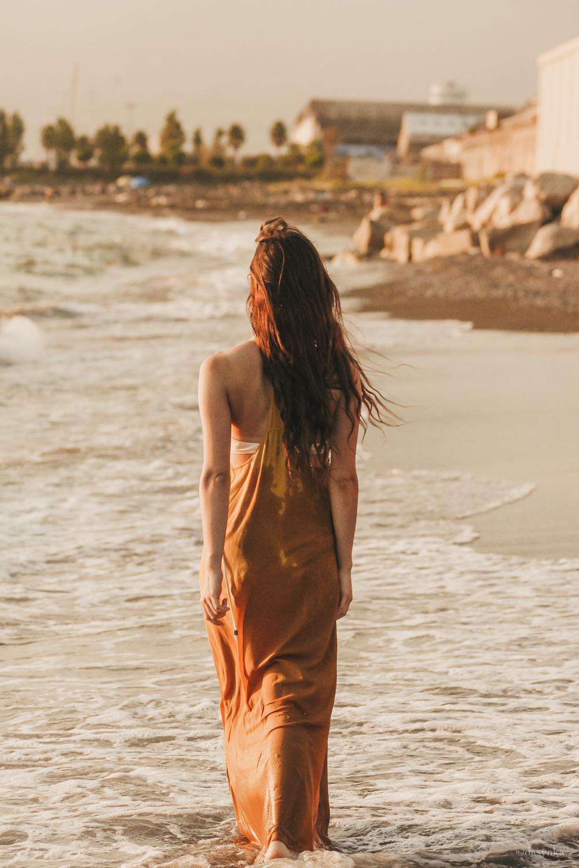 dasynka-fashion-blog-blogger-influencer-inspiration-shooting-model-globettrotter-travel-girl-lookbook-instagram-long-hair-street-style-casual-italy-lifestyle-outfit-poses-zara-casual-chic-instagrammer-inspo-summer-beach-sun-sunset-sea-ocean-mermaid-dress-yellow-white-bikini-swimwear-onepiece-swimsuit-body-traveler-photography-beautiful-photo-professional-wet
