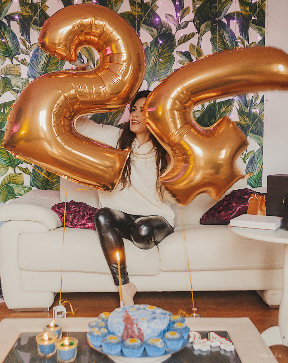 dasynka-fashion-blog-blogger-influencer-inspiration-women-ootd-inspo-outfit-shooting-model-globettrotter-travel-girl-lookbook-instagram-long-hair-street-style-casual-italy-lifestyle-birthday-bday-cake-van-gogh-painting-design-paint-starry-night-ballons-luxury-gift-surprise-inspo-design-cupcakes-food-galaxy-starts-shot-instagrammer-look