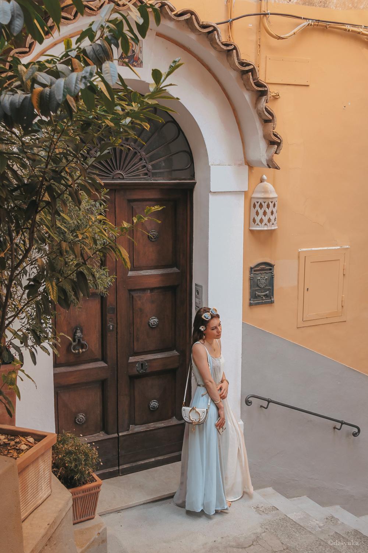 dasynka-fashion-blog-blogger-influencer-inspiration-shooting-model-globettrotter-travel-girl-lookbook-instagram-long-hair-street-style-casual-italy-lifestyle-outfit-poses-positano-amalfi-coast-blue-long-dress-colorful-beach-marina-grande-chloe-bag-sea-italy-look-ideas-elegant-italian-style-sandals-tips-atrani-habits-sorbet-lemon-covo-dei-saraceni-marina-grande-food-chez-black