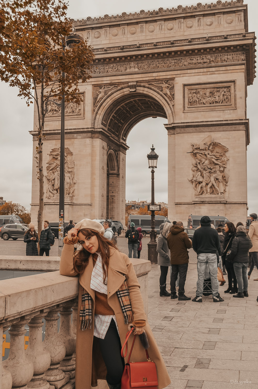 dasynka-fashion-blog-blogger-influencer-inspo-inspiration-shooting-model-globettrotter-travel-girl-lookbook-instagram-instagrammer-long-hair-street-style-casual-italy-lifestyle-outfit-poses-look-ootd-ideas-elegant-italian-paris-coat-camel-burberry-hat-basque-browne-boots-black-shirt-bow-sweater-cozy-parisien-parisienne-parisian-neutral-beige-white-scarf-france-tour-eiffel-champs-elysees-arc-de-triomphe