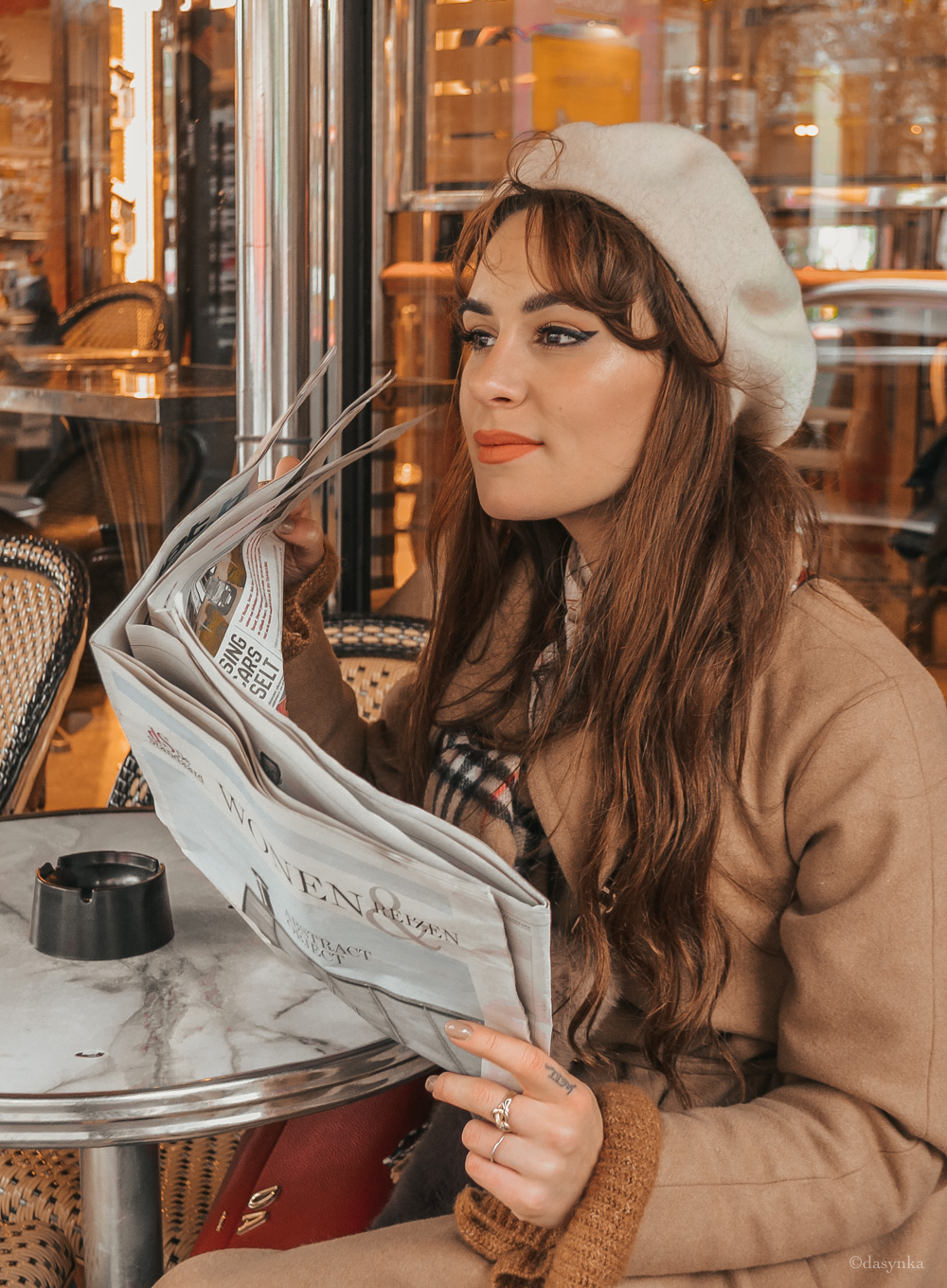 dasynka-fashion-blog-blogger-influencer-inspo-inspiration-shooting-model-globettrotter-travel-girl-lookbook-instagram-instagrammer-long-hair-street-style-casual-italy-lifestyle-outfit-poses-look-ootd-ideas-elegant-italian-paris-coat-camel-burberry-hat-basque-browne-boots-black-shirt-bow-sweater-cozy-parisien-parisienne-parisian-neutral-beige-white-scarf-france-tour-eiffel-cafe-newspaper