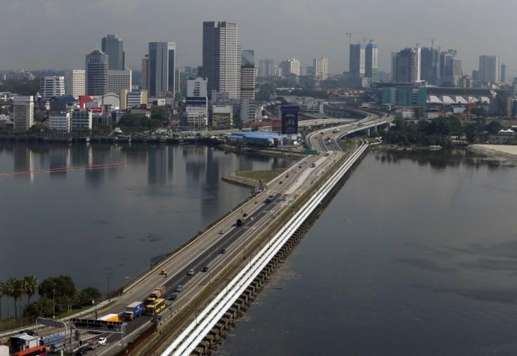 Singaporean Woman Nabbed For Trafficking Soft Guns