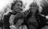 Simone con Walter Chiari e la madre, Alida Chelli