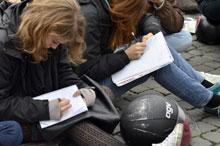 Gli studenti del Tasso fanno lezione in piazza
