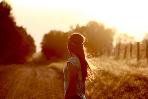Back-faceless-girl-golden-golden-hour-hair-favim.com-53773_large