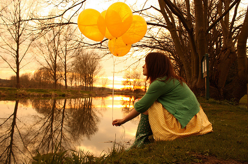 Alone-ballon-balloons-girl-grass-green-favim.com-90372_large