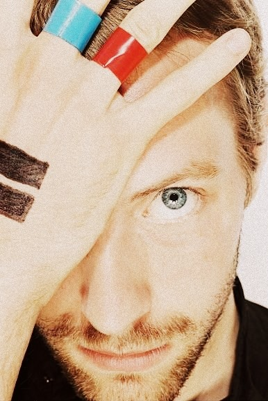 Chris Martin Hand Tattoo : chris, martin, tattoo, Chris, Martin, Tattoo, Discovered, Angelina, Flynn