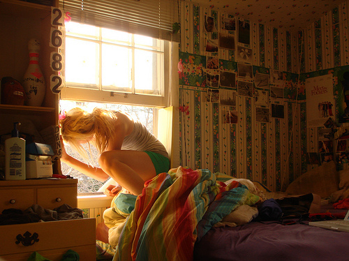 Bedroom-blonde-colourful-girl-sunlight-window-favim.com-40291_large