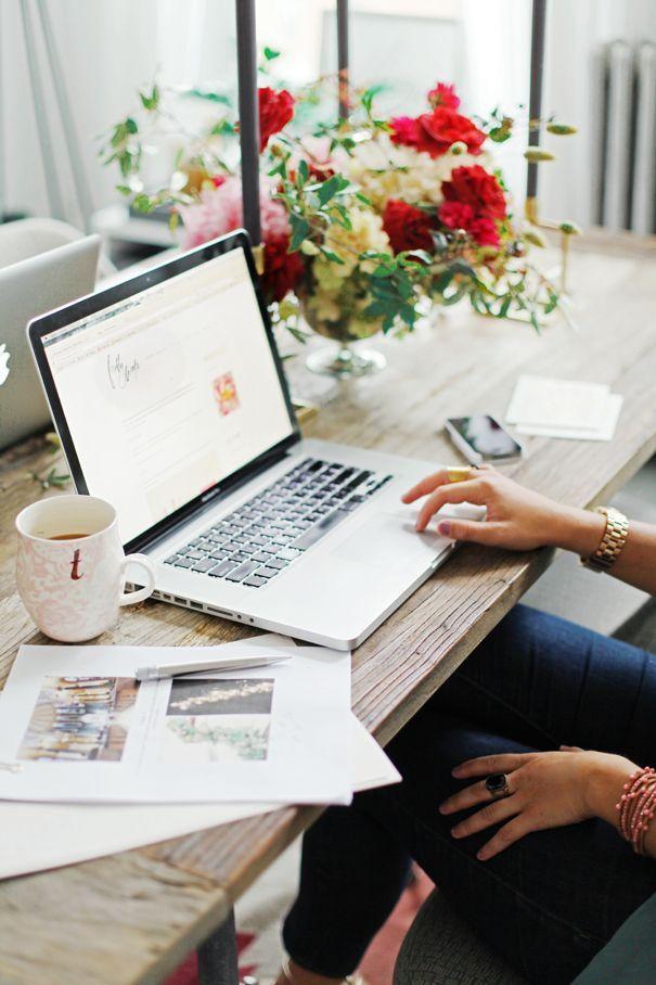 flowers, coffee, and laptop -kuva