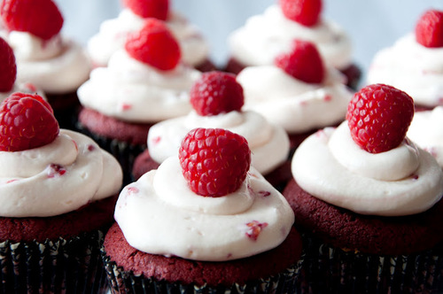Red-velvet-cupcake-with-raspberry-marshmallow-cream-cheese-frosting_large