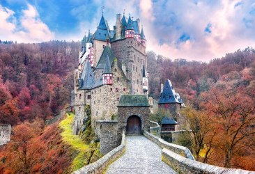 fairytale castle discovered by Emma Lou 💛 on We Heart It