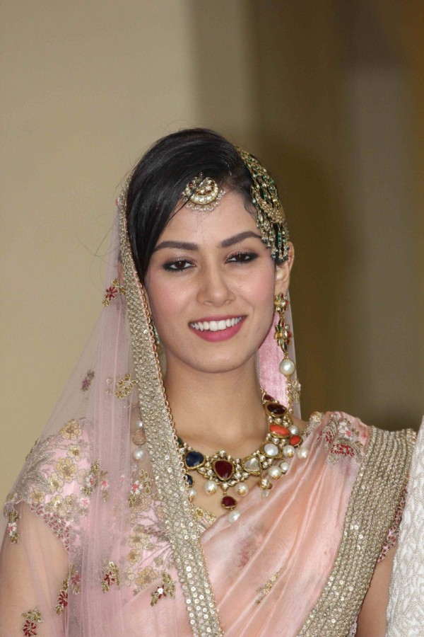 Shahid Kapoor And Mira Rajput Pose For Photographers After