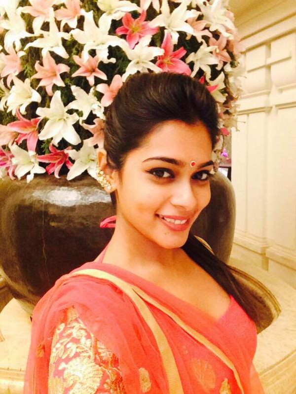 Shanthanu to Marry TV Anchor Keerthi  PhotosImagesGallery  9365