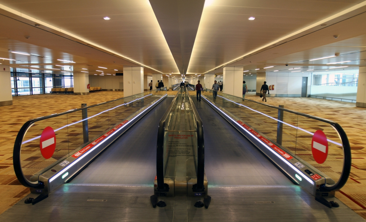 Delhi airport. metro stations on high alert after 7 terrorists seen in army uniforms - IBTimes India