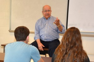 Historian Billy Yeargin talks with members of the VGCC History Club. (VGCC photo)