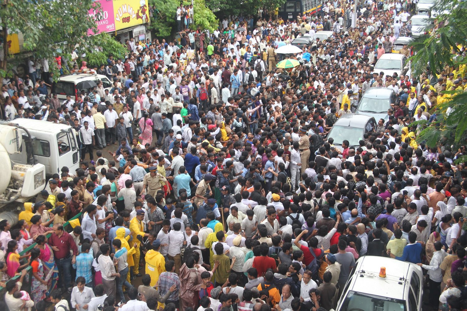Image result for rajesh khanna crowd