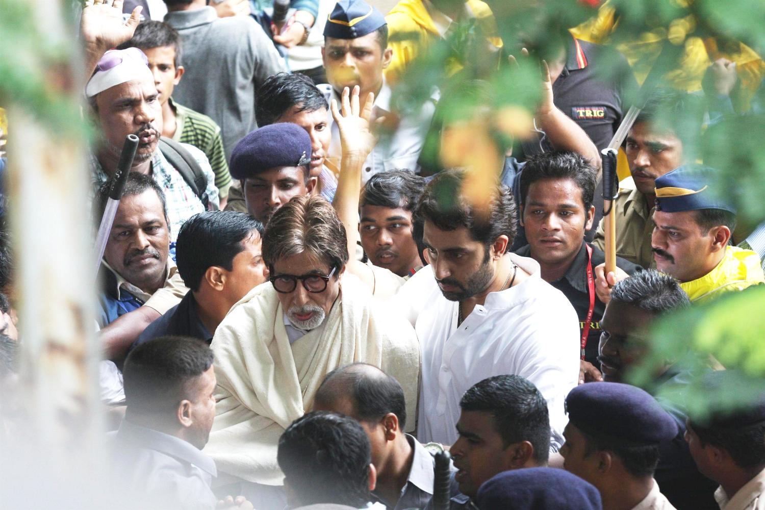 Image result for rajesh khanna funeral amitabh
