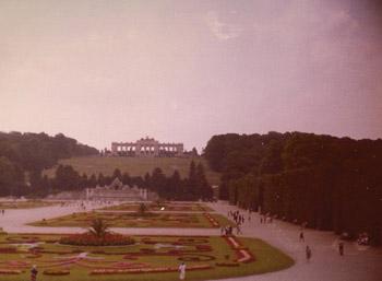 Vienna1977SchonbrunnPalaceImageTVS