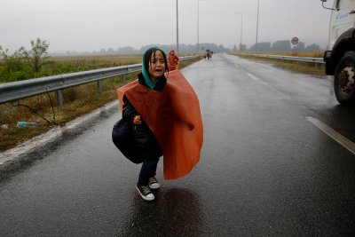 refugees-rain-greece-macedonia
