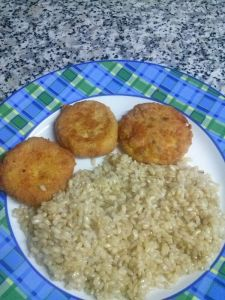 Hamburguesa de garbanzos con arroz integral