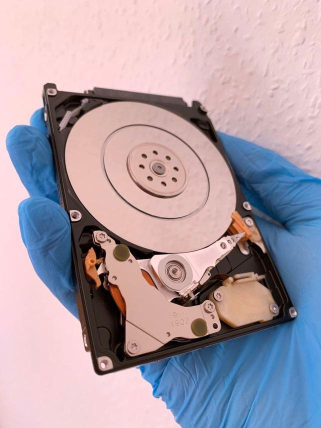 Hitachi Festplatte nach Datenrettungsversuch durch Kunden mit Software