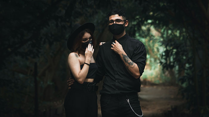 social distance date ideas - hiking