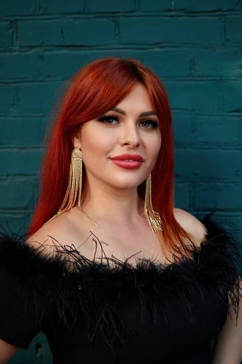 Juliya woman dating man 4 years younger