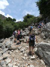 Steiniger Weg nach Pinara, eine antike Stadt im Tal von Xanthos. Blütezeit ab dem 6. Jh. v. Chr., im 9. Jh. n. Chr. durch ein Erdbeben zerstört.