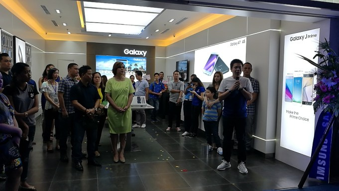 Samsung Experience Store 01