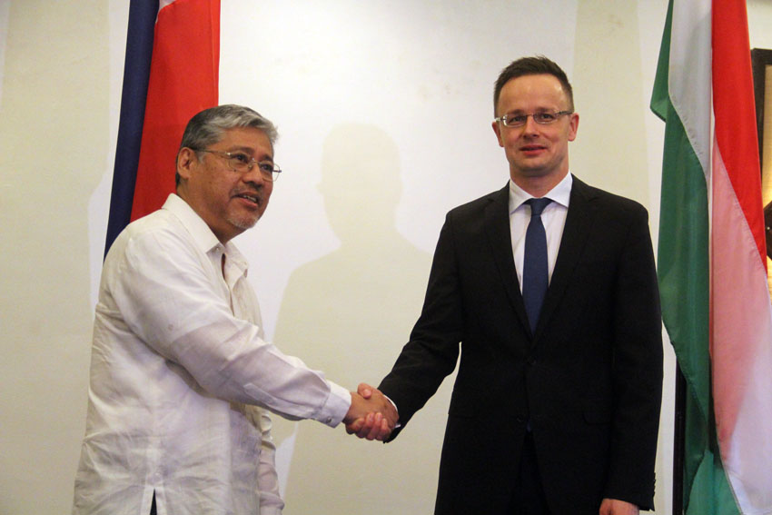 Hungarian Foreign Minister Szijjarto: We won't meddle on PHL's