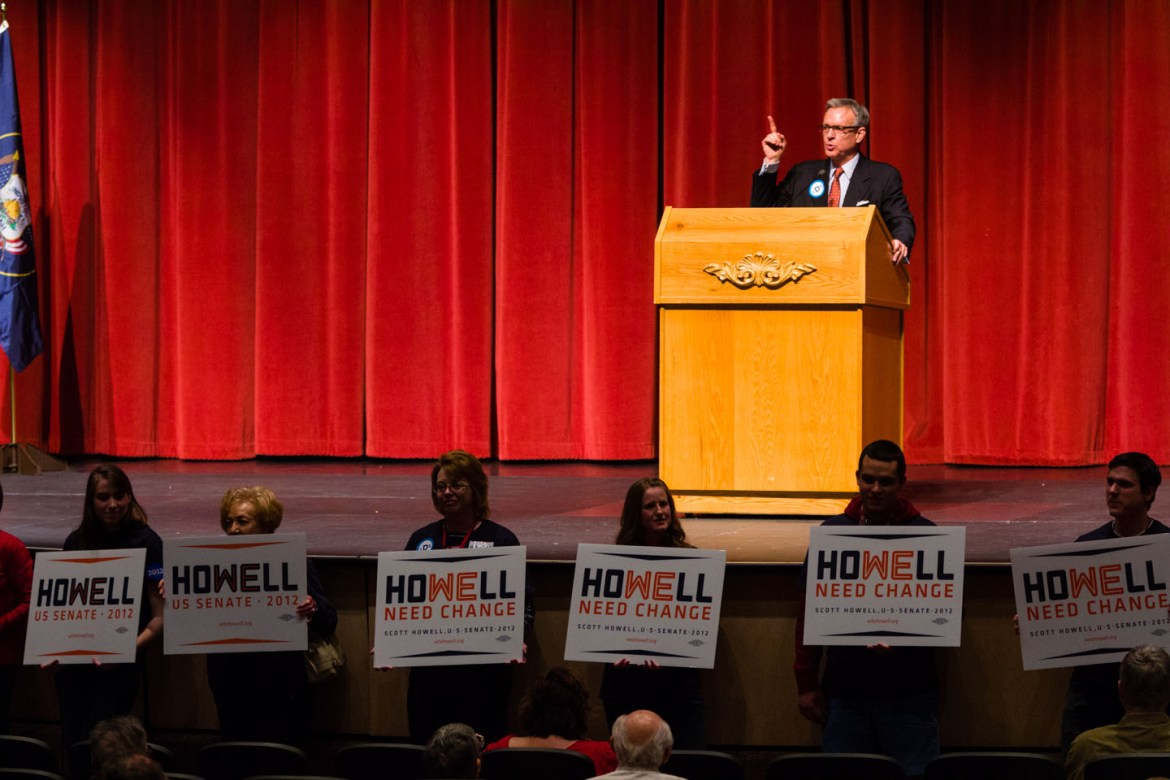 Howell speaks to the convention