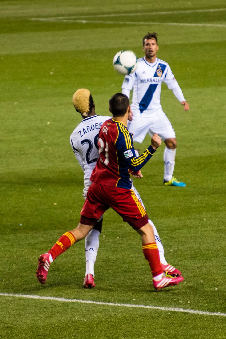 Luis Gil and Gyasi Zardes head the soccer ball