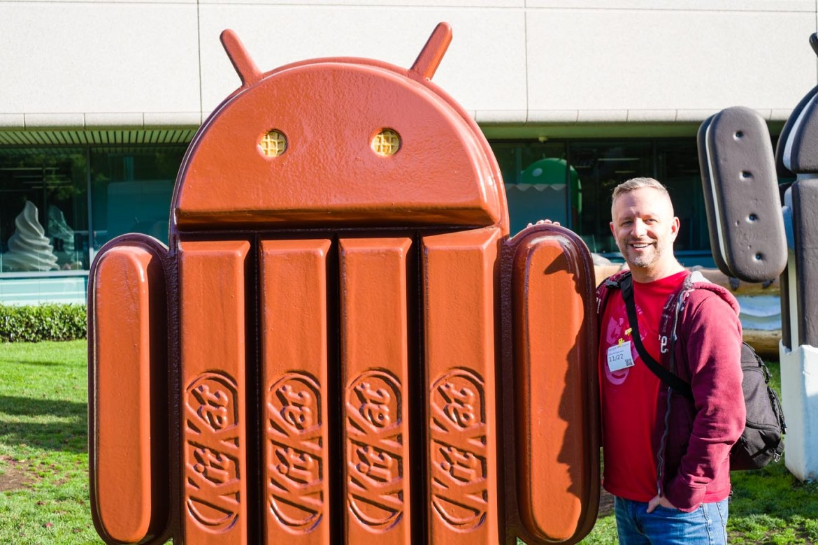 dav.d poses with Android Kit Kat
