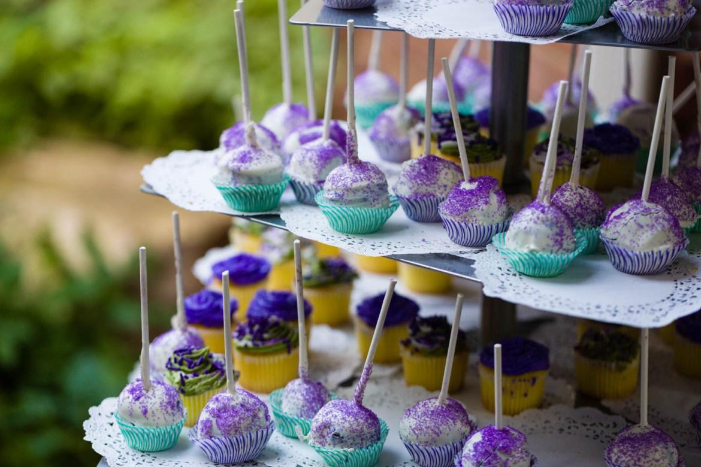 Cake pops for dessert