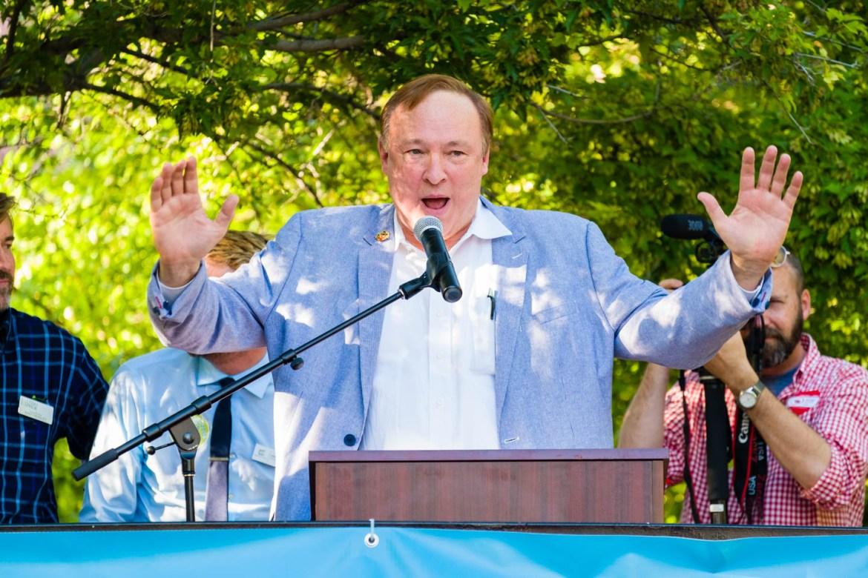 Jim Dabakis speaks to the crowd