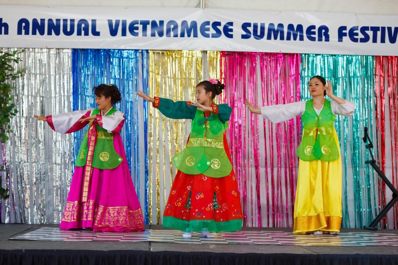 Vietnamese dancers