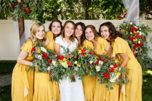 Bridal party with the bride. Everyone holds bouquets.