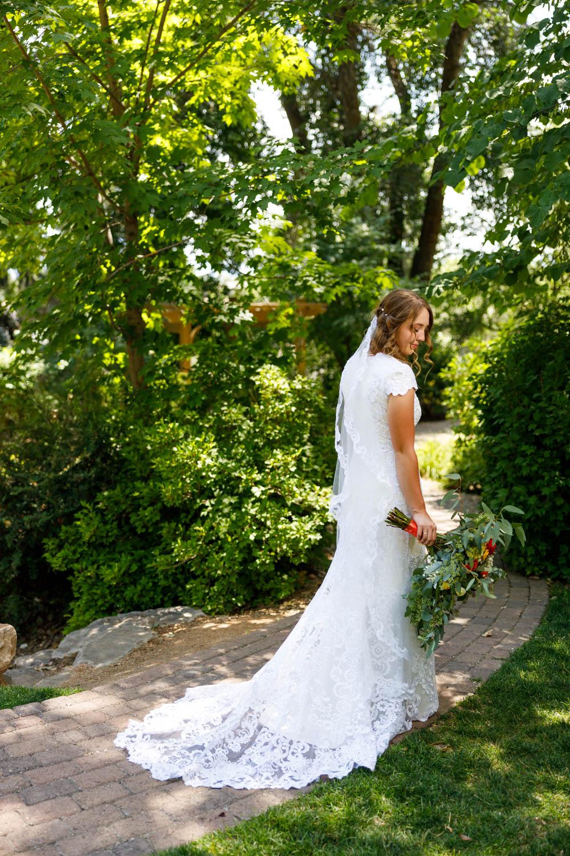 Bridal portrait at BYU Duck Pond