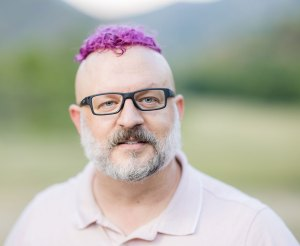 dav.d with magenta hair