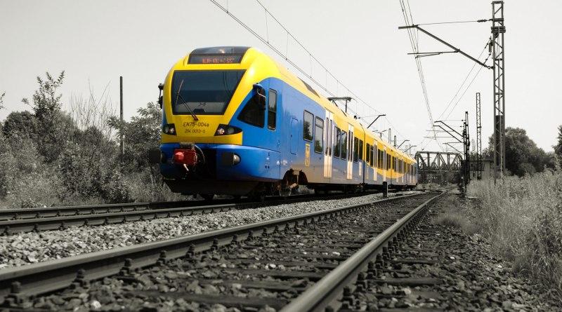 Fotka vlaku na železnici
