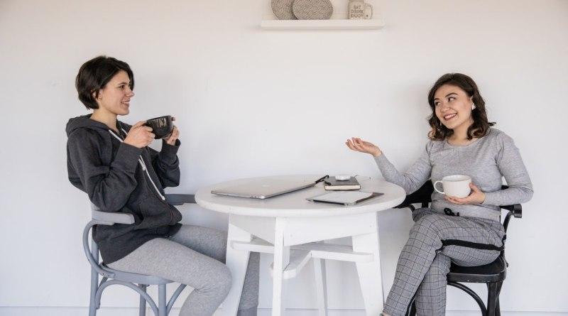 Dve ženy v rozhovore