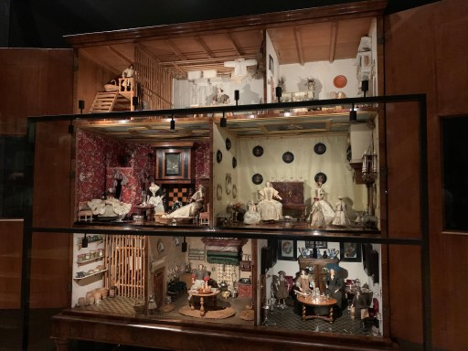 Unique dolls' houses