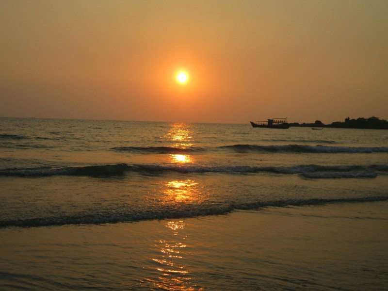 Reason to travel - Sunset on Koh Chang in Thailand