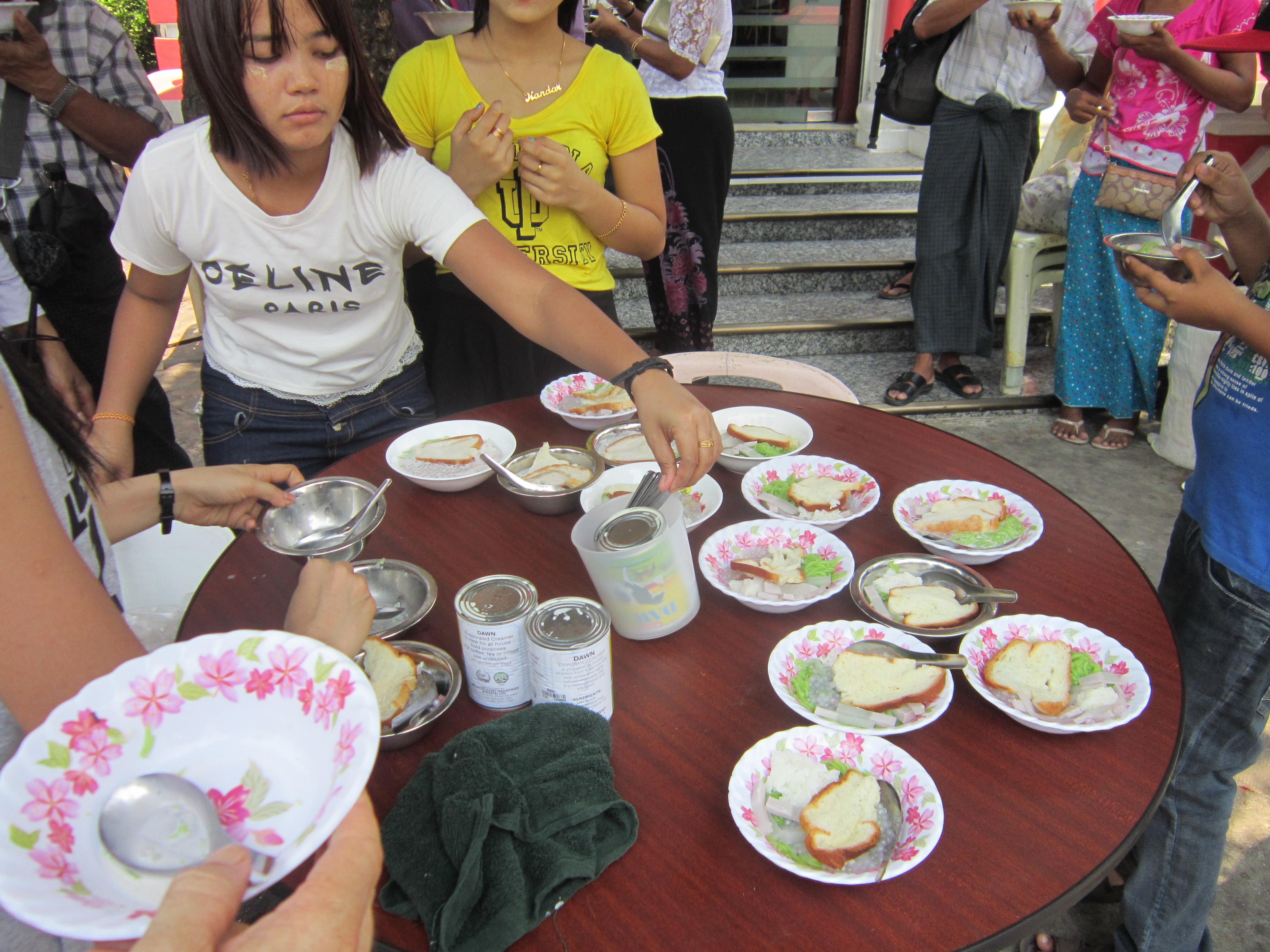 Downtown Yangon Free Food - Yangon Photo Gallery