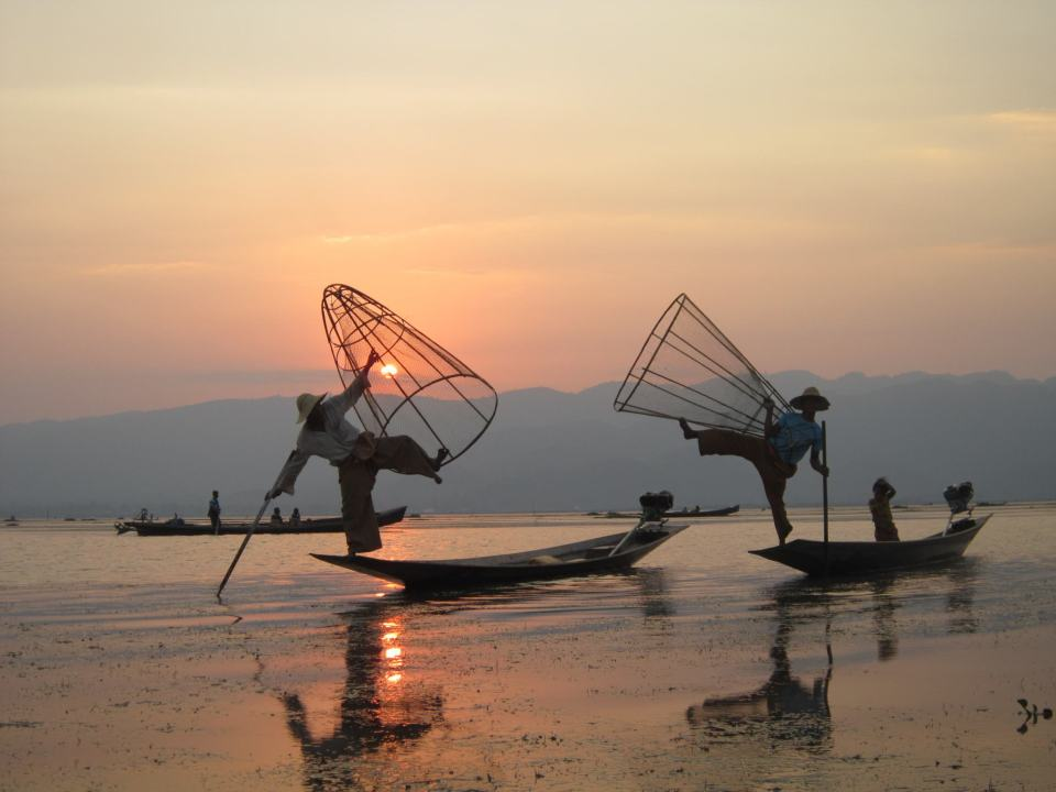 2 Fishermen posing during Sunset On Inle Lake Myanmar Backpacking Itinerary