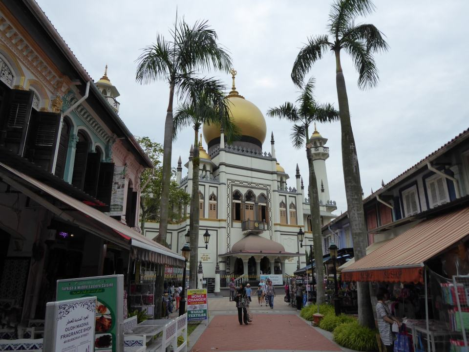 Looking towards Masjid Sultan in Kampong Glam - Singapore Travel Guide