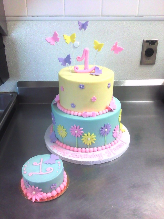 Butterfly Birthday Cake 1st Birthday Cake With Butterflies Flowers Cakes And Cupcakes