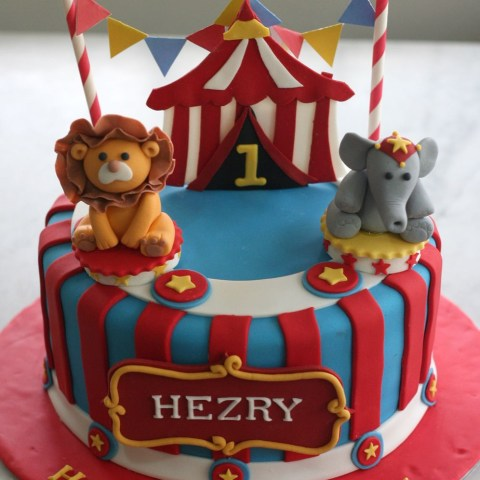 Circus Birthday Cakes Circus Cake Cakes Pinterest Birthday Circus Cakes And 1st