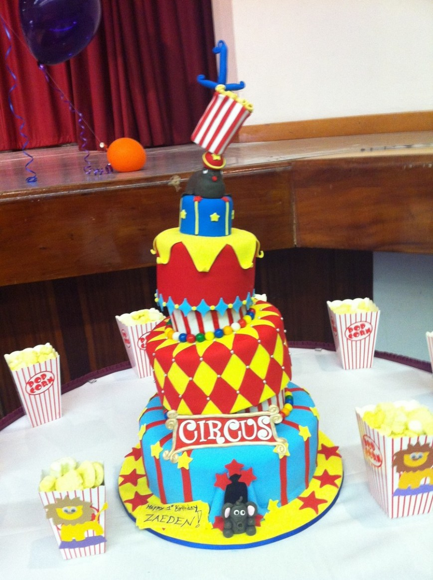 Circus Birthday Cakes Circus Themed Topsy Turvy Birthday Cake Cakecentral